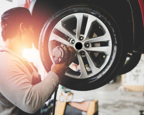 http://yerindelastikdegisimi.com/wp-content/uploads/2020/11/Emergency-Tire-Change-500x400.jpg