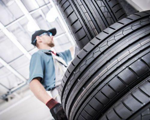 https://yerindelastikdegisimi.com/wp-content/uploads/2020/11/low-angle-view-of-mechanic-by-tires-royalty-free-image-1053806470-1545058224-500x400.jpg